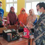 Dosen Universitas Teknokrat Indonesia (UTI) Latih Keterampilan dan Kompetensi Guru Normatif dan Adaptif di SMK YPI Tanjung Bintang